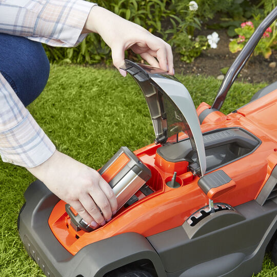 Mighti Mo 300 Combi Pack Lawnmower + Grass Trimmer image number null